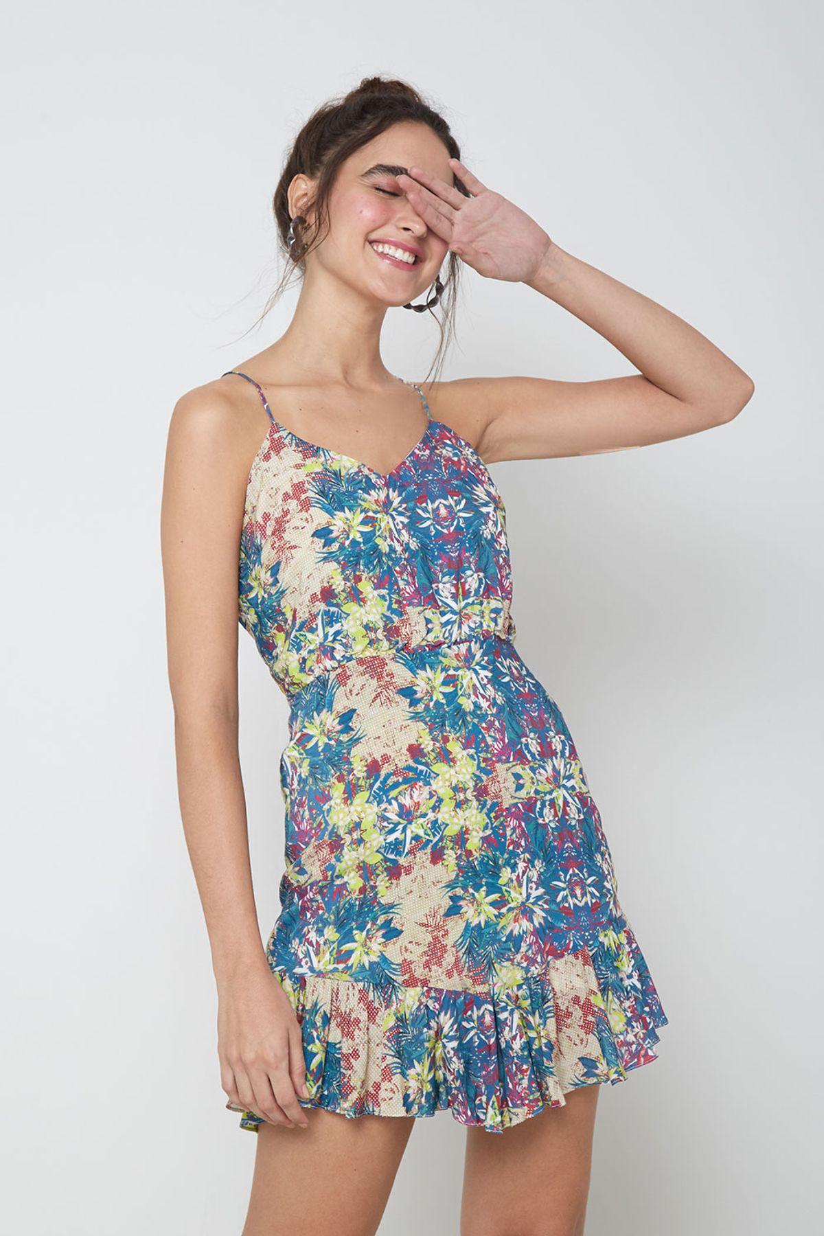 vestido floral estampa fundo azul