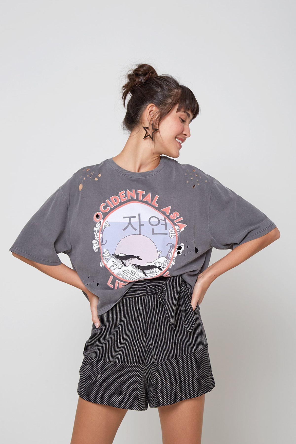 camiseta detonada estilo rock