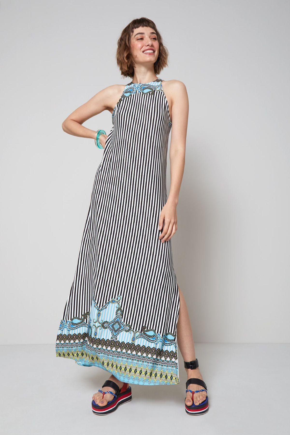 vestido estampado com fenda lateral